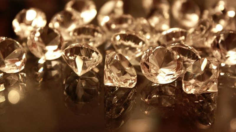 Five Men Arrested For Possessing Diamonds Weighing 75 Carats
