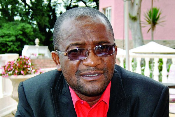 Douglas Mwonzora MDC-T Senators reject Constitution Amendment Bill No.2 senior mdc-t resigns
