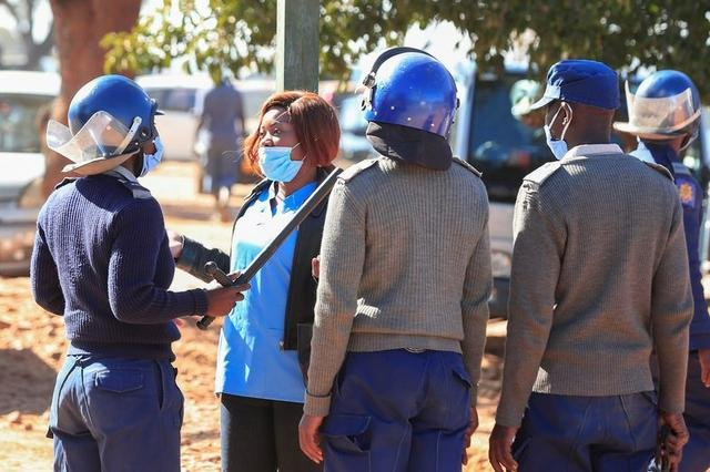 Nurses in Zimbabwe arrested as they protest over pay