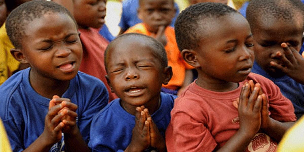 CHILDREN PRAYING NATIONAL PLADGE