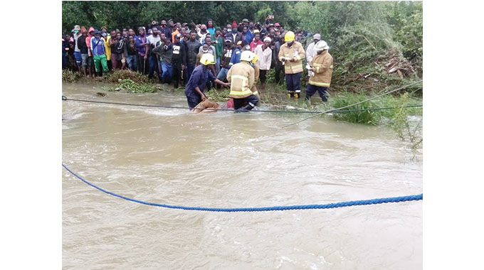 Gweru River Accident - Retrieved bodies being carried to the shore