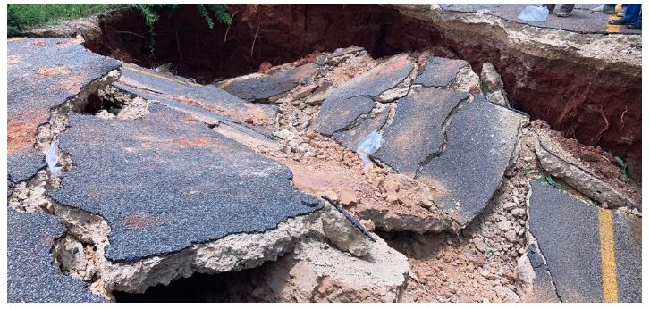 ROAD COLLAPSE - Skyline Highway in Chimanimani