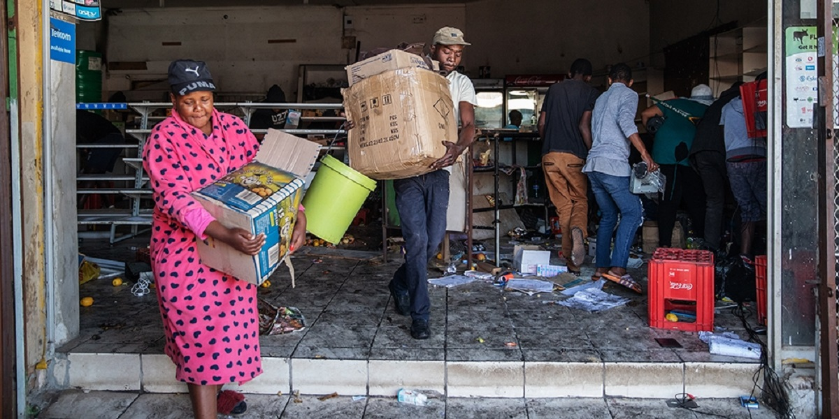 LOOTING SOUTH AFRICA Zimbabwe lose US$30 Million unrest week zncc
